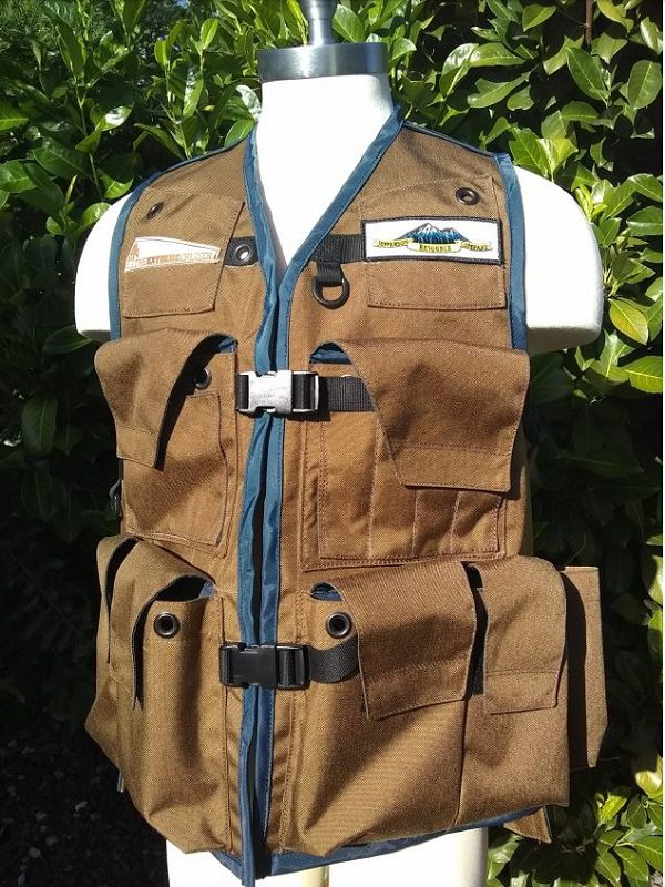 An Image of The Klamath Cruiser Vest In Coyote Tan With Navy Blue Binding